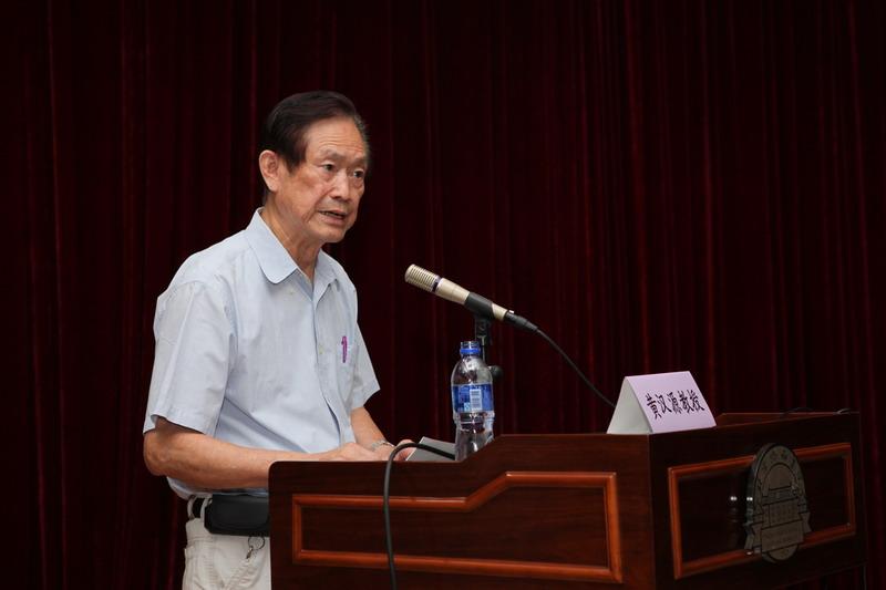 黄汉源教授在学